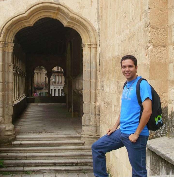 Jonas Augusto Silva, 25 anos, Barcelona Formado em Comercio Internacional Atualmente colabora com StartUps e Estuda Marketing e Investigação de Mercados na UniversidadOberta de Catalunya.